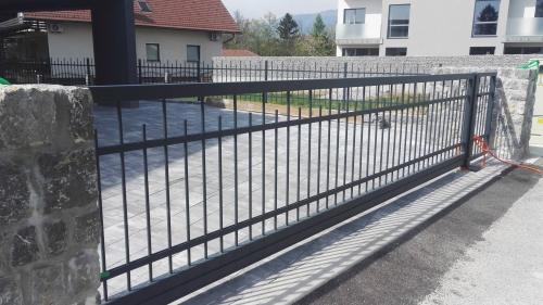 dvoriscna-vrata-1