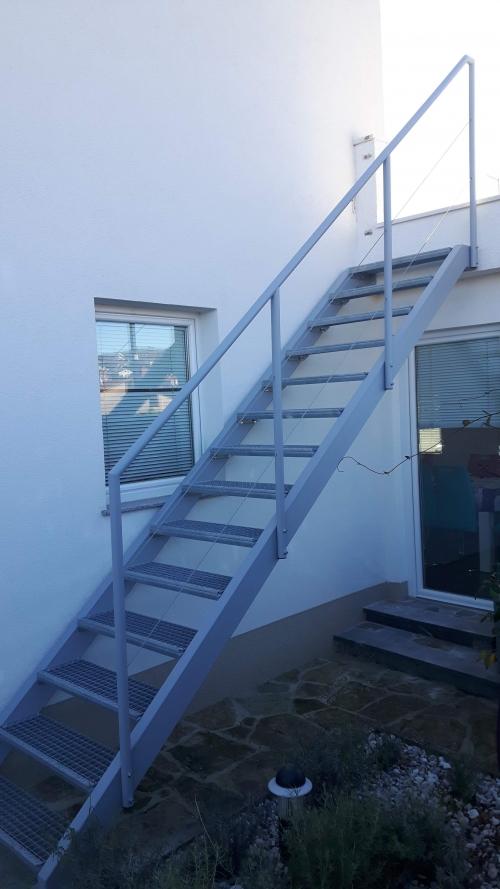 kovinske stopnice 12