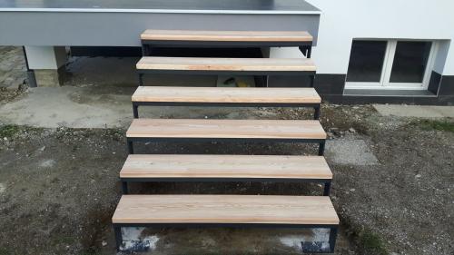 kovinske stopnice 16