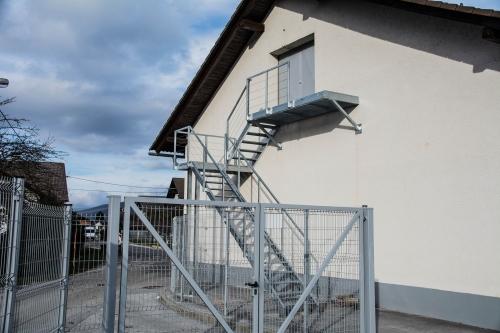 kovinske stopnice 24